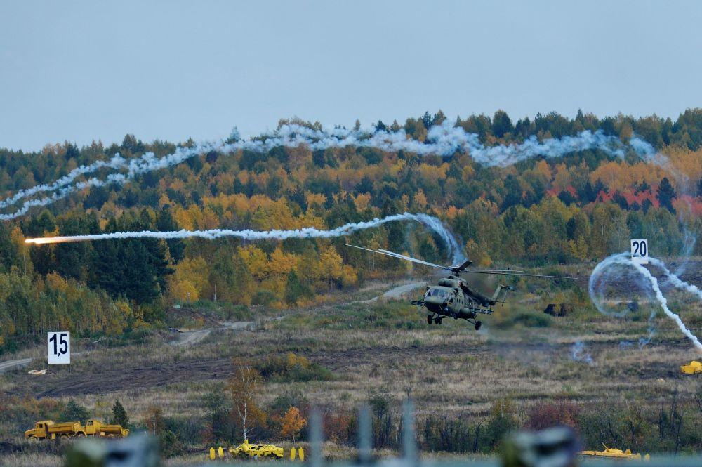 Mi-8MT na ceremonii otwarcia 10. Międzynarodowych Targów Wojskowych Russia Arms Expo