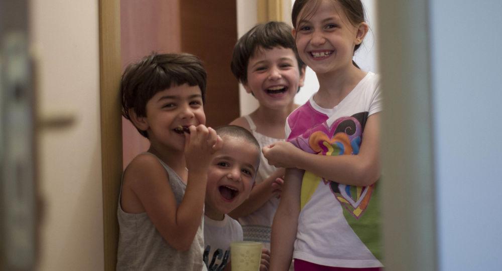 Dzieci syryjskich Czerkiesów w ośrodku tymczasowym