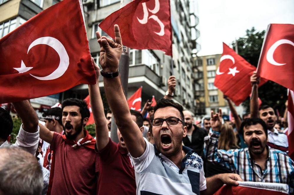 Tureccy nacjonaliści protestują przeciwko Partii Pracujących Kurdystanu w Stambule
