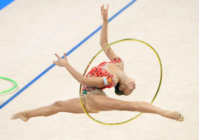 Rosjanka Aleksandra Sołdatowa podczas występu na Mistrzostwach w gimnastyce artystycznej w Stuttgarcie
