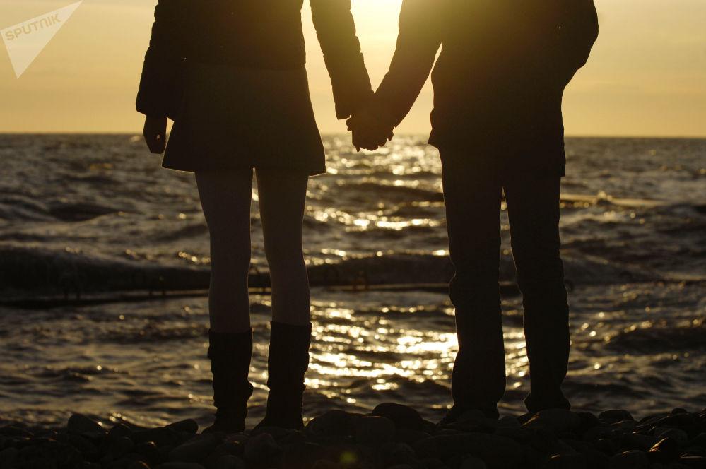 Para na brzegu  Morza Czarnego w Soczi