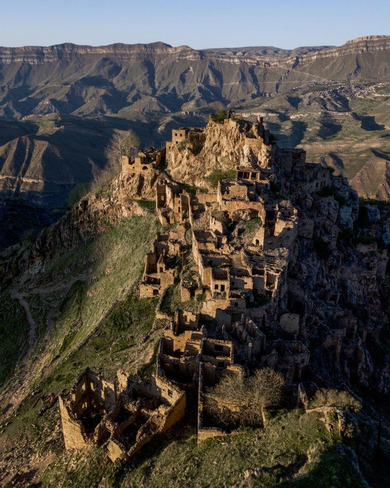 Opuszczona wieś Gamsutl w Dagestanie