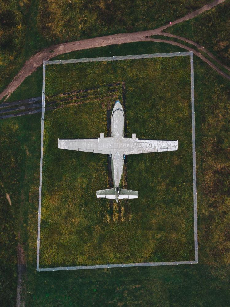 Porzucony samolot na lotnisku Tempelhof w Niemczech