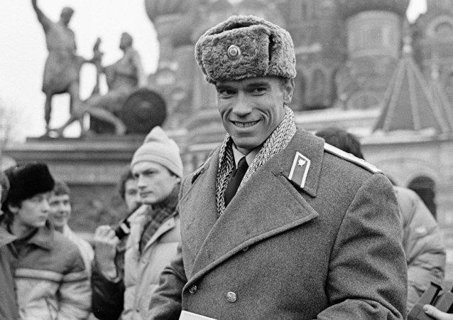Arnold Schwarzenegger w czapce uszance
