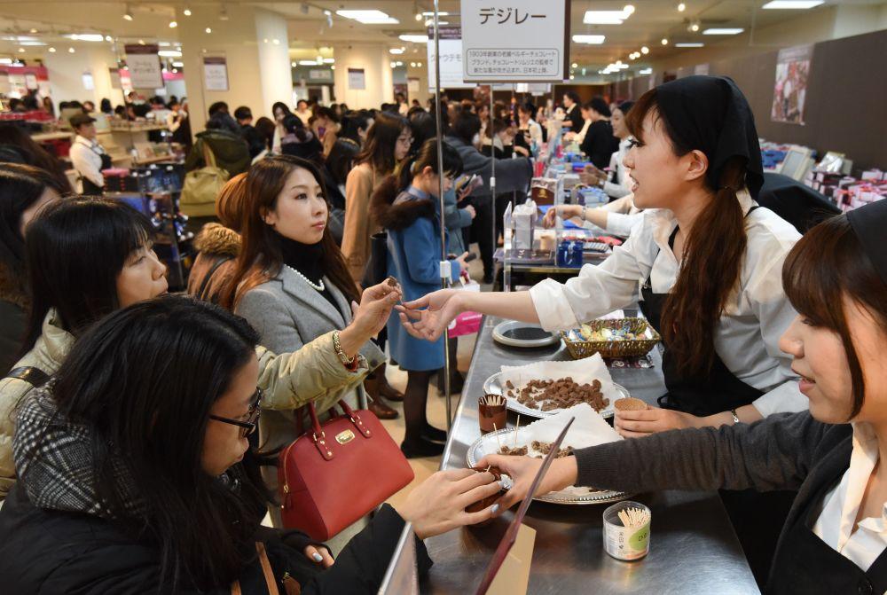 Kobiety w Japonii kupują czelokadę dla swoich drugich połówek