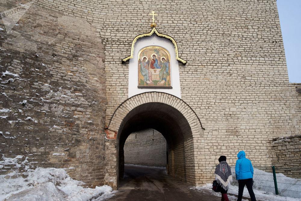 Wejście do Centrum Historyczno-Architektonicznego Pskowskiego Kroma