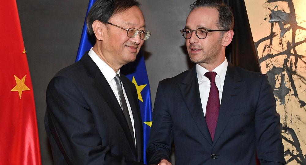 Yang Jiechi i Heiko Maas w Monachium