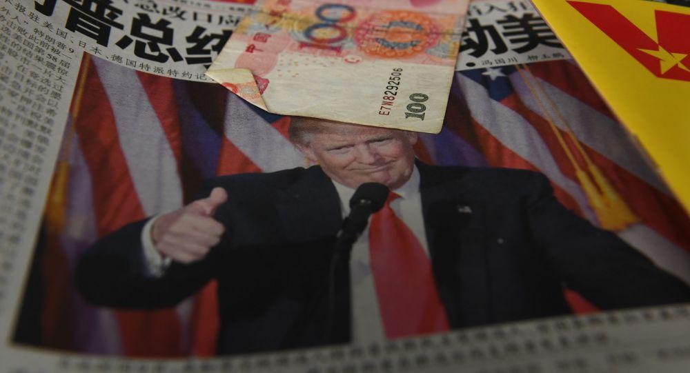 Gazeta z portretem prezydenta USA Donalda Trumpa w Szanghaju
