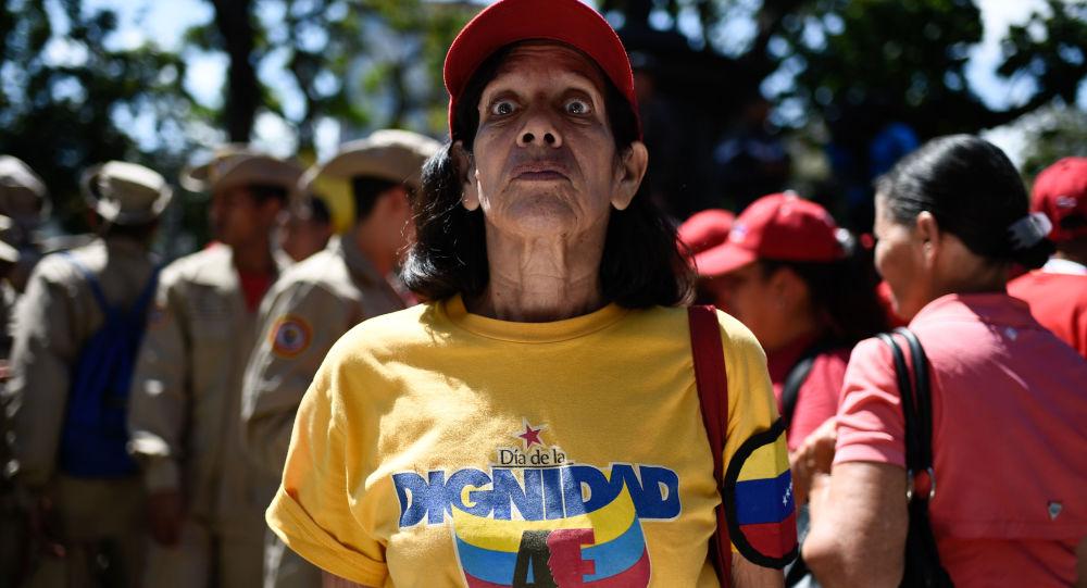 Mieszkanka Wenezueli na placu w Caracas