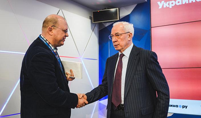 Były premier Ukrainy Mykoła Azarow i komentator agencji Sputnik Leonid Swiridow. Moskwa. 20 lutego 2019 r.