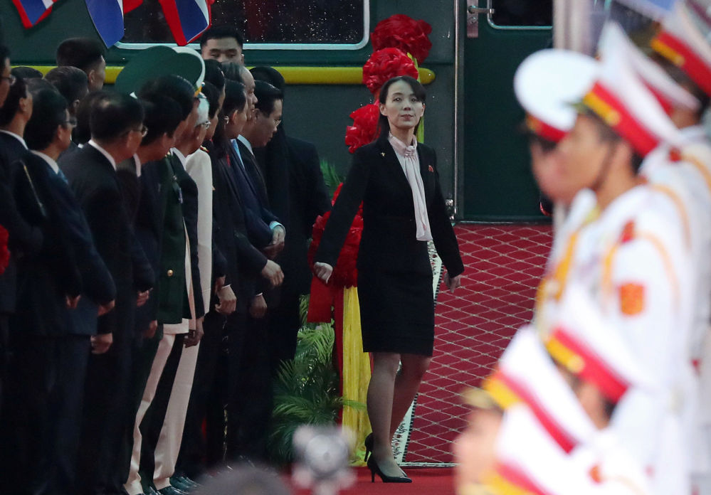 Siostra Kim Dzong Una na stacji kolejowej, na granicy z Chinami