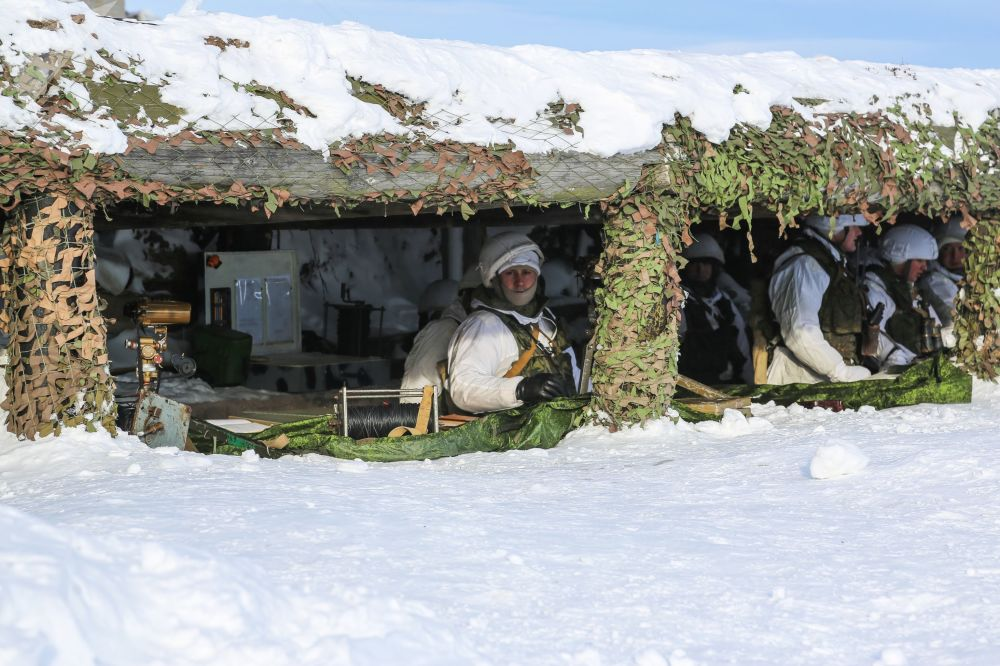 Punkt obserwacyjny podczas zajęć praktycznych dla oficerów wojsk lądowych i przybrzeżnych rosyjskiej Floty Północnej