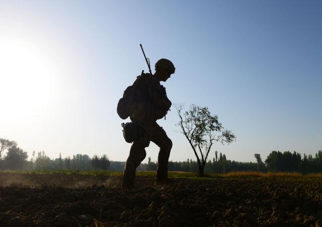 Żołnierz amerykańskiej armii w pobliżu bazy Baraki Barak w Afganistanie