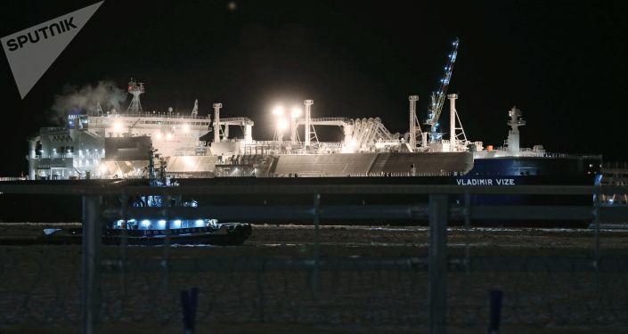 """Tankowiec """"Władimir Wiese"""" do przewozu skroplonego gazu ziemnego z zakładu """"Jamał LNG"""""""